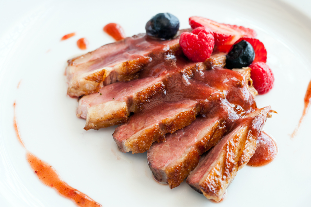 Magret de pato com molho de frutas vermelhas | Winepedia