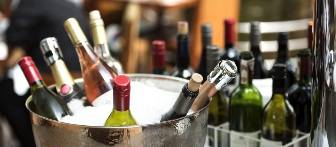 Resultado de imagem para regras para servir o vinho