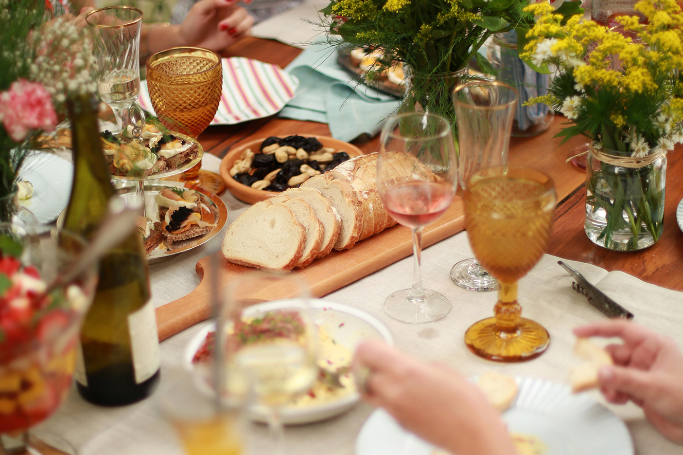 Como preparar um brunch com vinhos