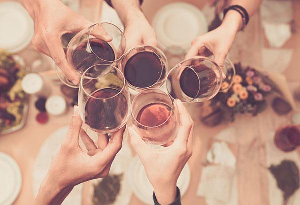 motivos para gostar de vinhos, degustação, vinho e amigos