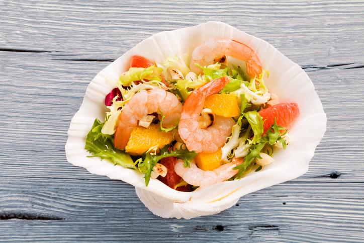 Salada de rúcula com camarão